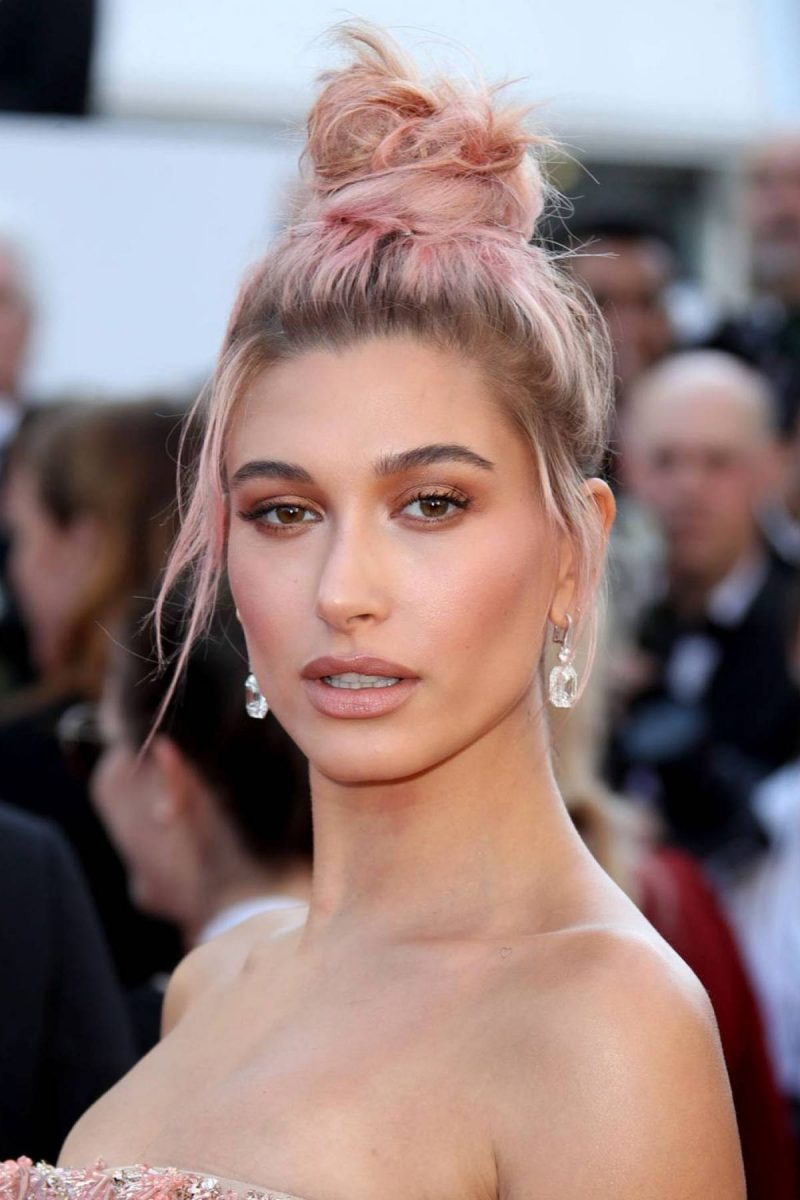 color de cabello rosa pastel Hailey Baldwin