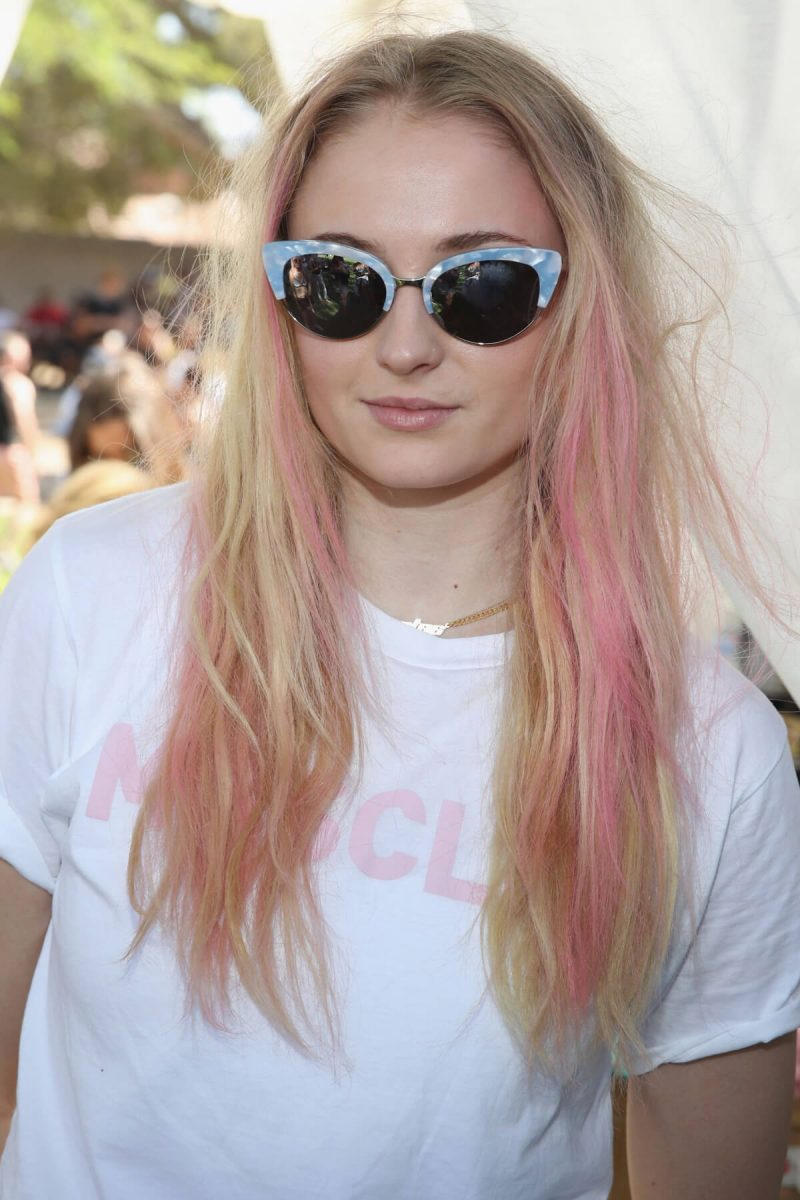 color de cabello rosa pastel Sophie Turner